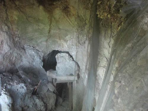 «Αρχαιολογικός Χώρος» Μαρίνας Νάουσας, Ευρώπης Ένας Εγκαταλελειμμένος Τάφος και Ντροπή μας Marina2